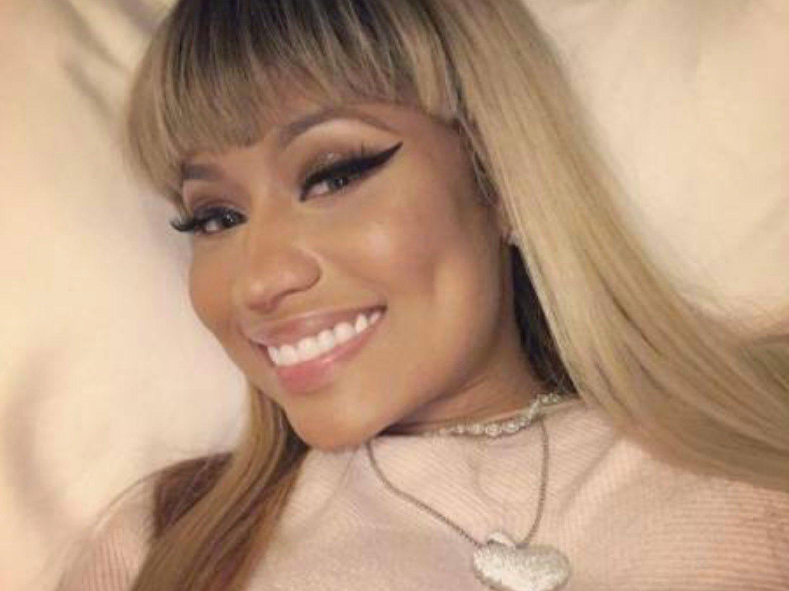 Nicki Minaj Selfie 2