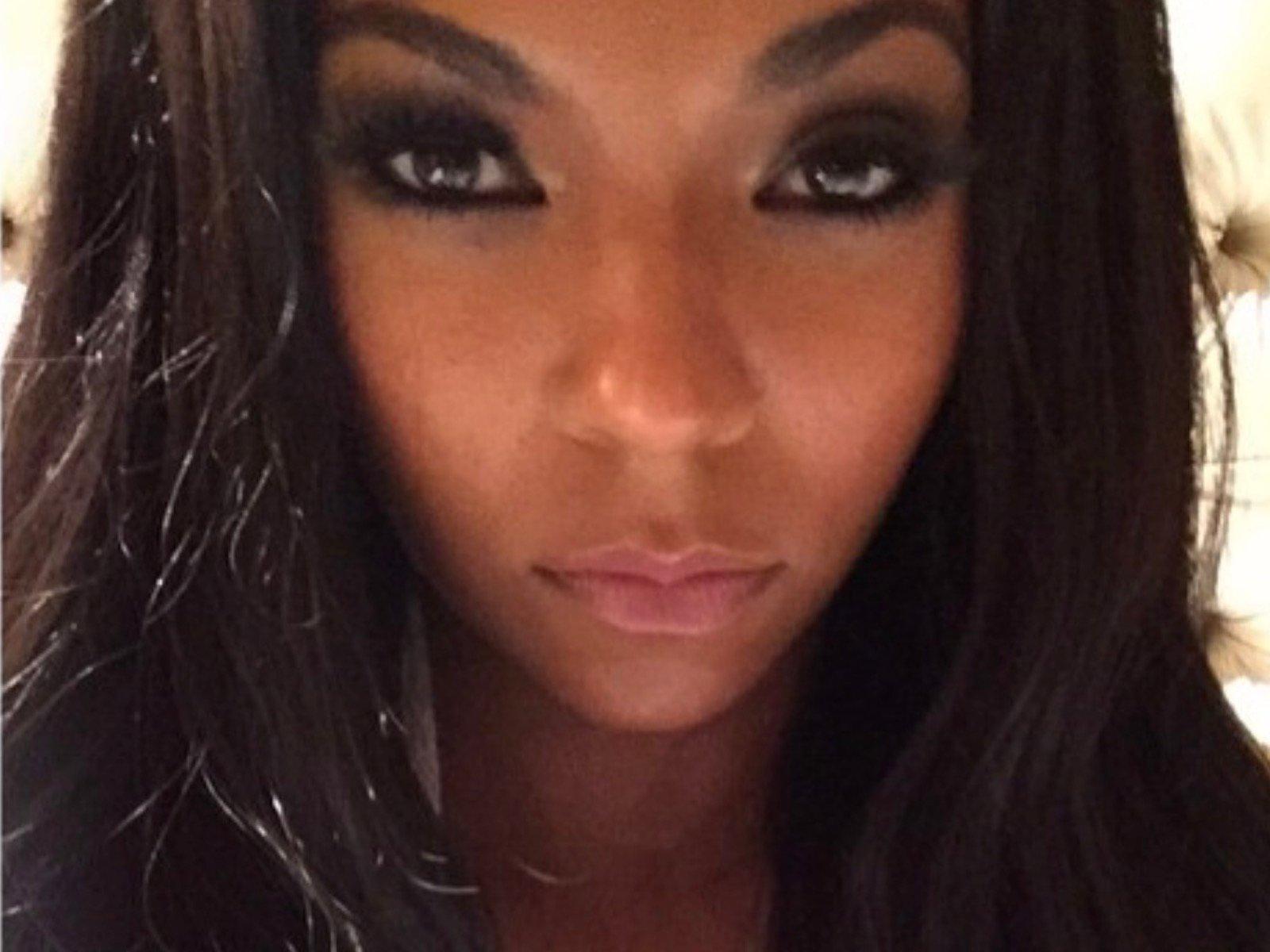 Ashanti Selfie