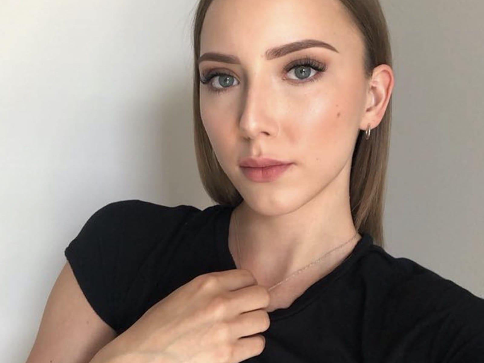 Hailie Jade Selfie Pic Black Shirt