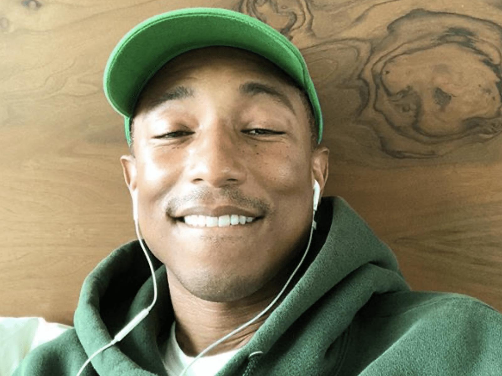Pharrell Williams Selfie Pic 15