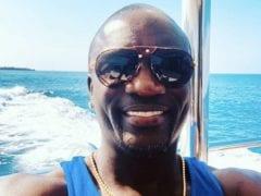 Akon Selfie Moment Sunday