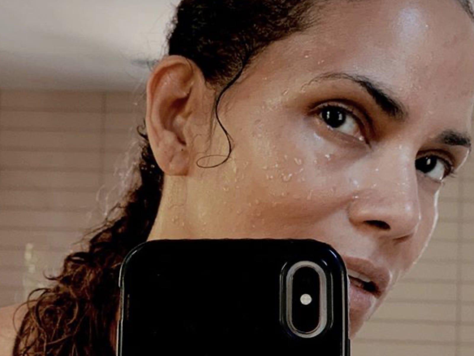 Halle Berry Selfie Moment Mirror