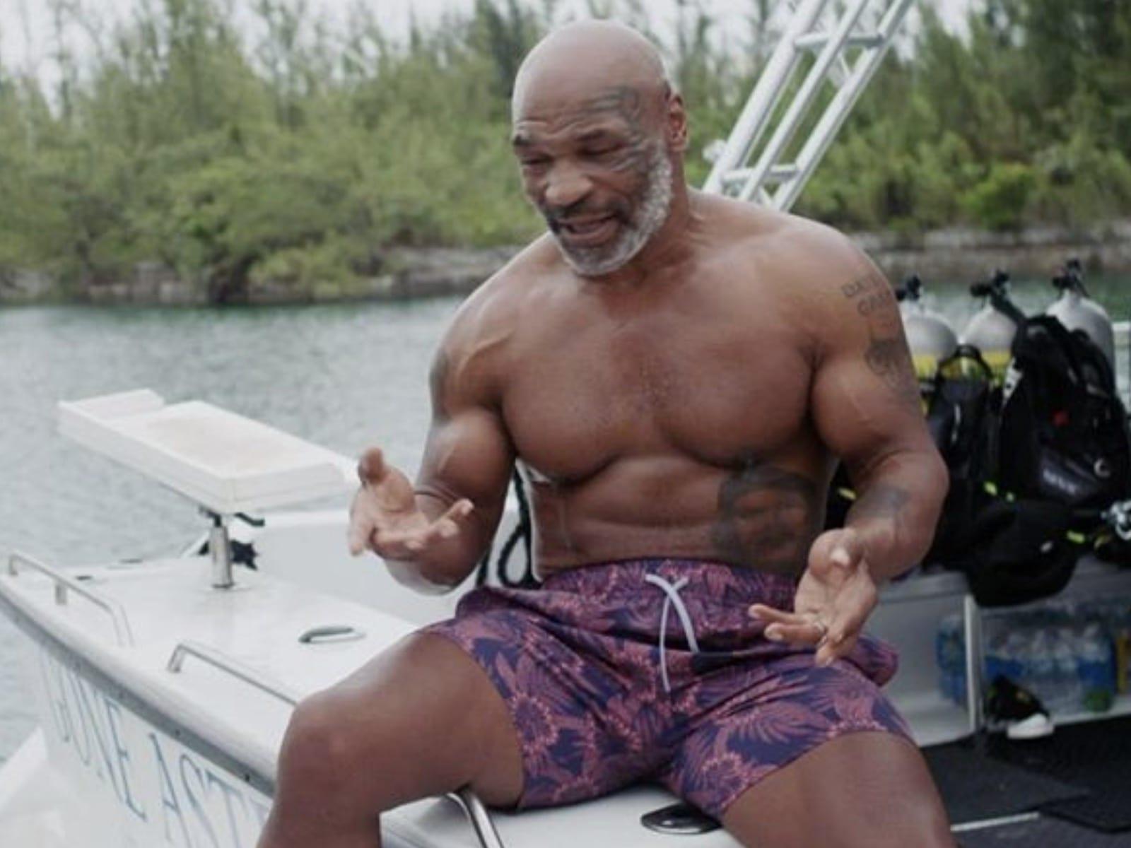 Mike Tyson Muscles Roy Jones Jr. Fight Delayed