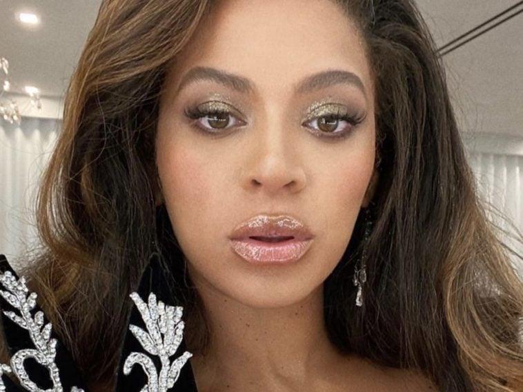 Beyoncé's Mom Corrects Her Grammys Acceptance Speech