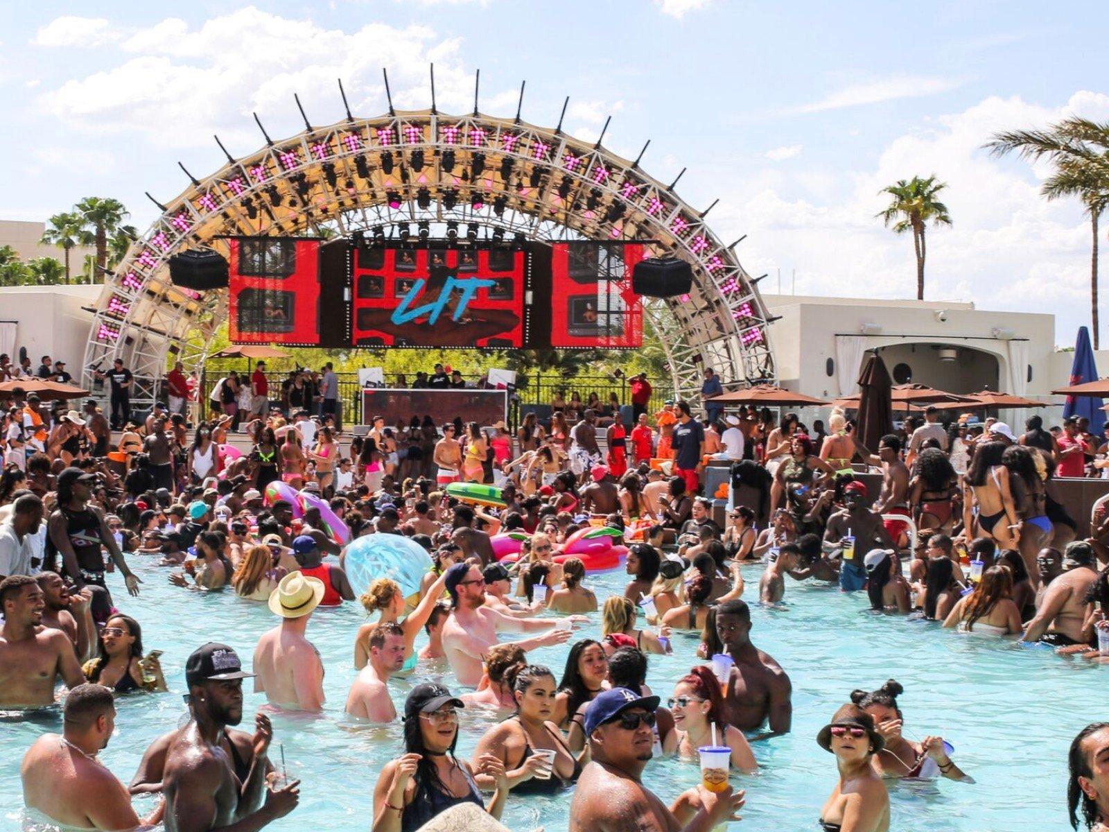 10 Hot Moments From Rick Ross Las Vegas Strip Daylight Beach Club